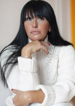 Rencontre-femmes-ukrainiennes-russes-agence-matrimoniale-UkraineMariage-Yuna-44ans-ID2106
