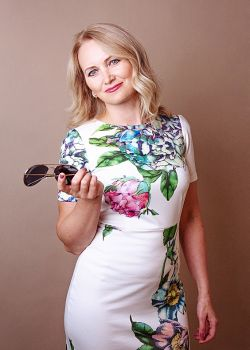 Rencontre-femmes-ukrainiennes-russes-agence-matrimoniale-UkraineMariage-Anna-45ans-ID2223